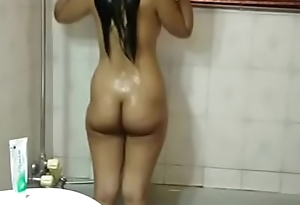 Hot indian Teen Sister Meenal Sood In Shower