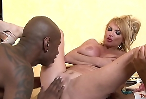 Cuckolding wife bounces on black dong