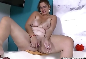 Latina BBW milf Sandra needs to get off in bath