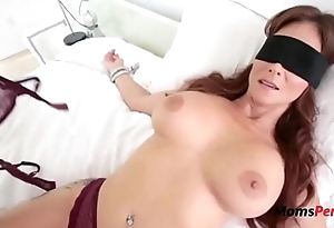 Blindfolded Mommy Thinks It'_s Her Hubby