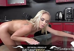 Wetandpissy - Piss fuelled breakfast pussy play