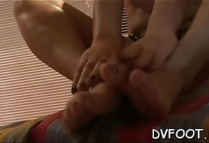 Cutie hottie gets her sexy toes licked and gives a sexy footjob