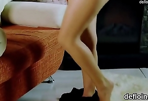 Lovely chick stretches spread slit and gets deflorated